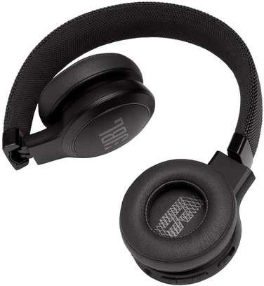 JBL LIVE 400BT - On-Ear Wireless Headphones image 2