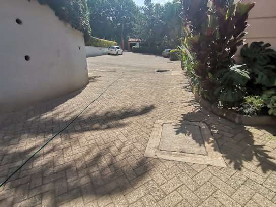 CLEAN AND SPACIOUS 5BEDROOM TOWNHOUSE WITH DSQ image 5
