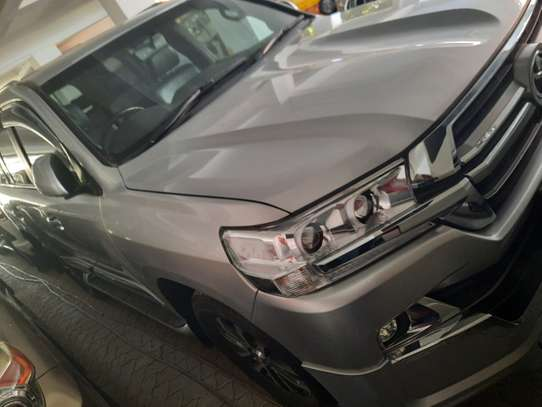 Toyota Land Cruiser Sahara image 3