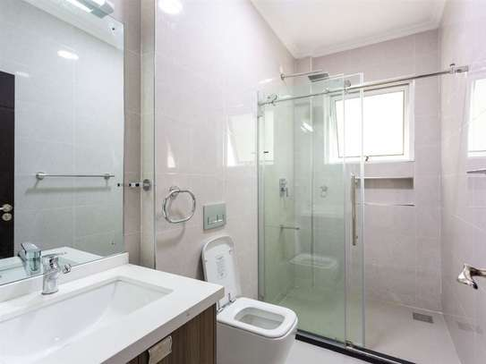 2 bedroom apartment for rent in Kilimani image 5