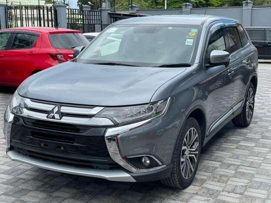 Mitsubishi Outlander image 3
