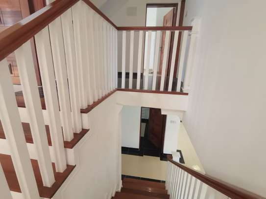 AN EXECUTIVE 5 BEDROOMS TOWNHOUSE WITH DSQ image 14
