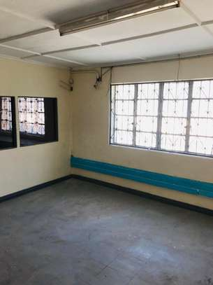 5000 ft² warehouse for rent in Mombasa CBD image 5