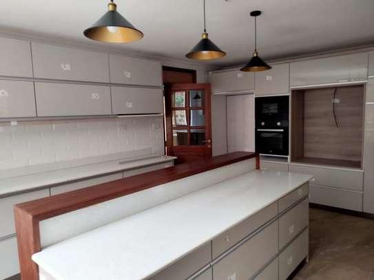 5 bedroom house for rent in Runda image 6