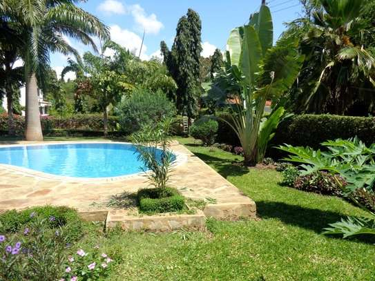 4 br fully furnished house with swimming pool for rent in Nyali. ID1529 image 2