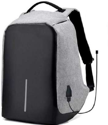 Anti-Theft Bagpack ith USB Charging Port