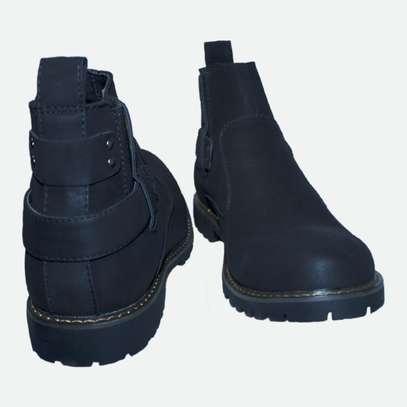 Black cacatua boot. image 2