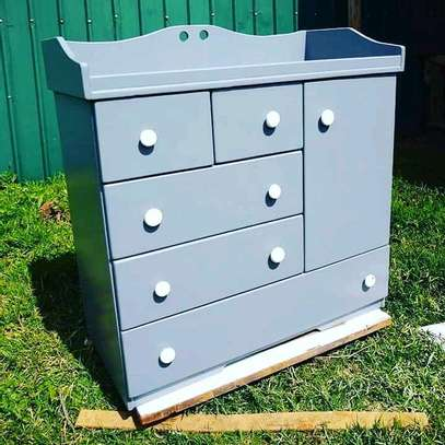 Modern chest of drawers/drawers image 1