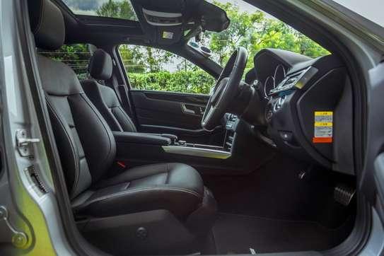 Mercedes-Benz E300 image 7