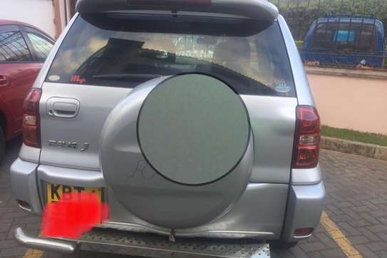 Toyota RAV4 2WD image 4