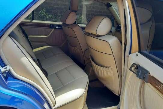 Mercedes-Benz 260 E image 6