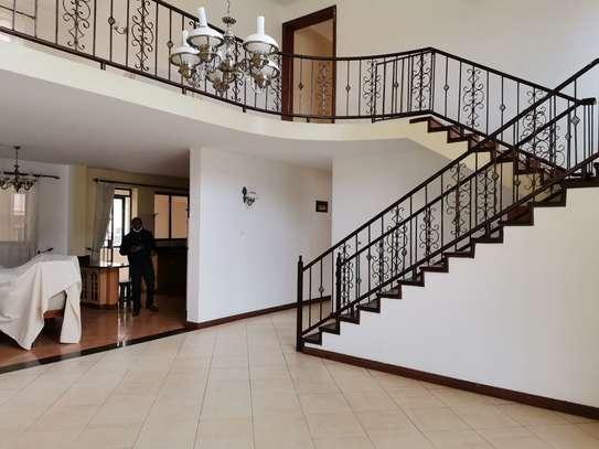 Excellent 4 bedroom duplex apartment all ensuite with dsq image 7