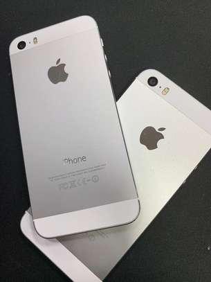 Phone 5s 16GB Factory Unlocked image 1