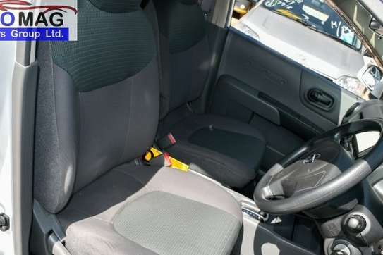 Nissan Advan image 11