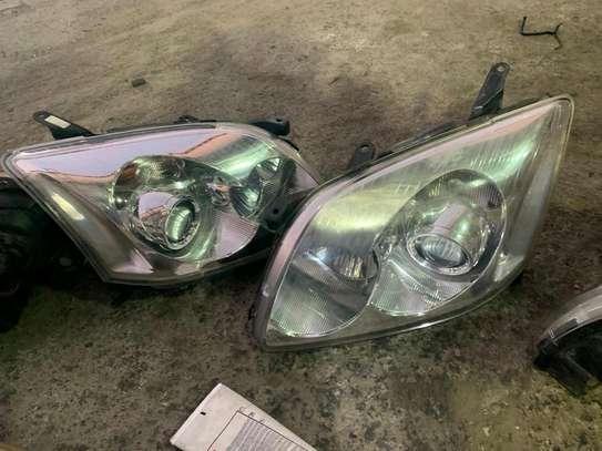 Avensis headlight image 1
