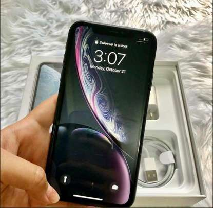 Apple Iphone xr  : 256 Gb & Iwatch Series 3 ( gps and cellular version ) image 1