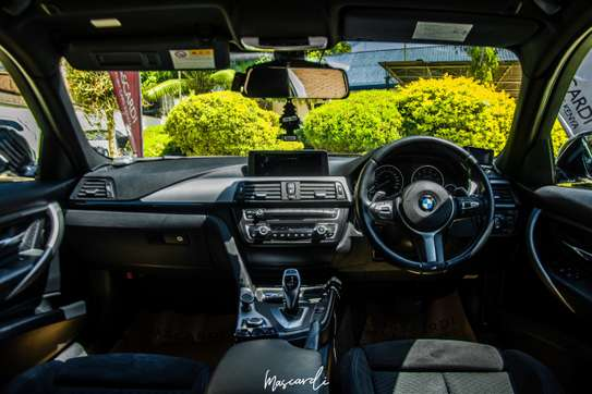 BMW 320i Sport image 7