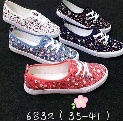 Ladies multicolored rubber shoes with laces(in wholesale) image 1