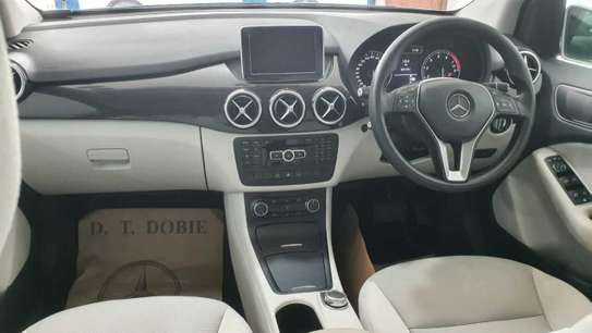 Mercedes-Benz B180 image 4
