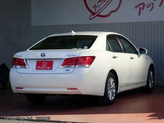 Toyota Crown image 7