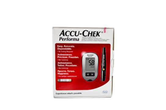 ACCU- CHECK PERFORMA BLOOD GLUCOSE MONITOR MACHINE