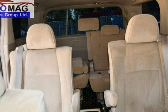 Toyota Alphard image 4