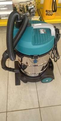 VACUUM CLEANER image 1