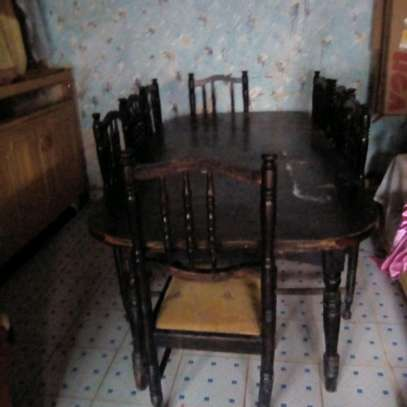 Eight sitter's dinng table image 1