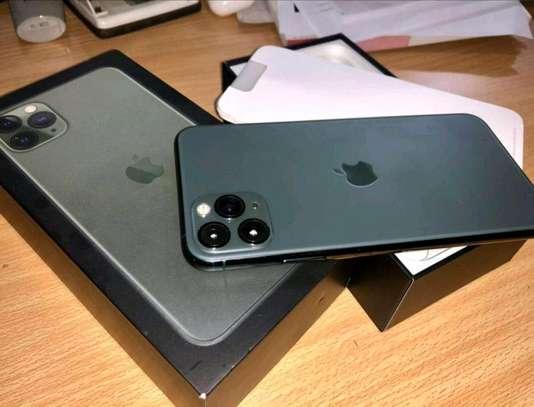 512GB Apple iPhone 11 Pro Midnight Green image 2