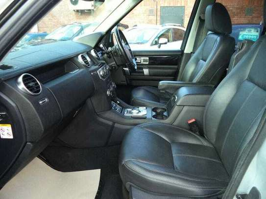 Land Rover Discovery IV image 8