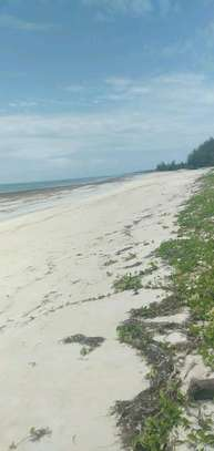 A 6 acres sand beach plot for sale in Malindi image 2