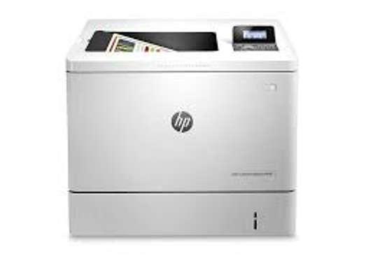 HP Color LaserJet Enterprise M553dn Printer image 2