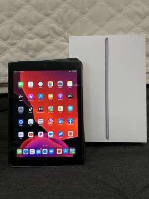 Apple iPad 6th Gen. 128GB, Wi-Fi,  9.7in - Space Gray image 1