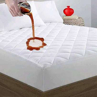 MATTRESS COVER image 1