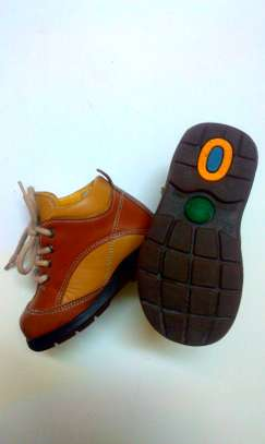 Leather shoe for toddlers image 3