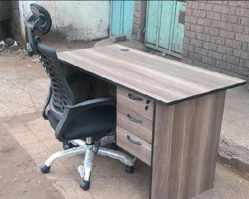 An adjustable high back office chair plus a quality computer office table image 1