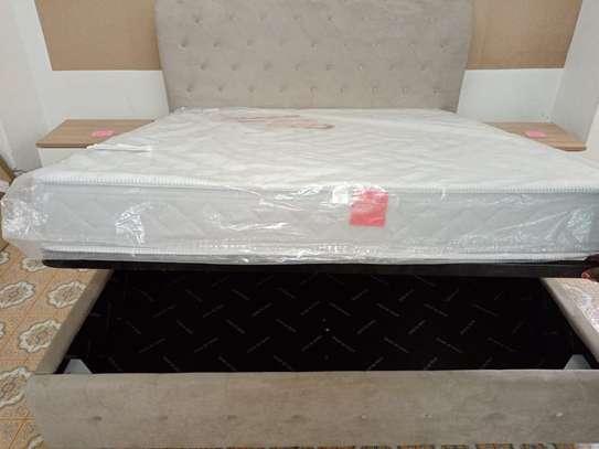 Italian modern Chester bed image 6
