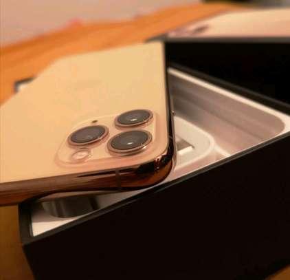An Apple Iphone 11 Pro Max  [ 512  Gigabytes Gold ] image 4