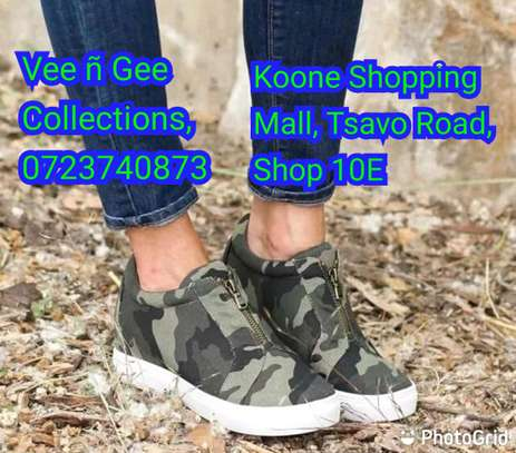 Canvas jungle sneakers image 1