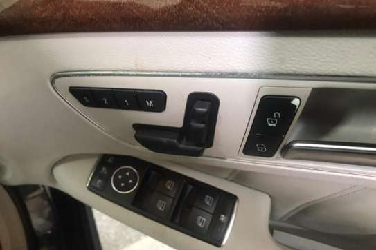 Mercedes-Benz 200E image 4
