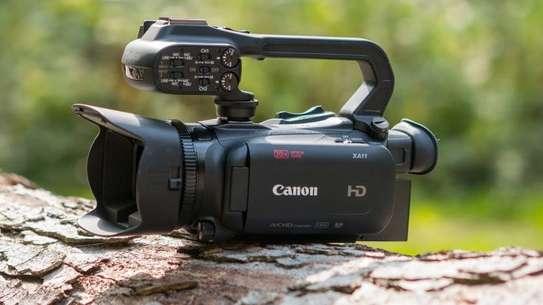 Canon XA11 Compact Camera image 1