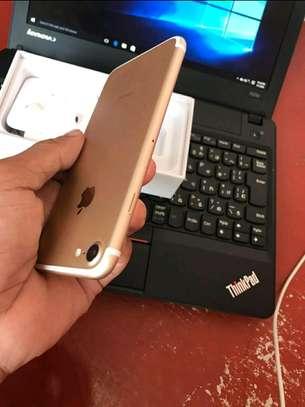 Apple Iphone 7 Mint 256 Gigabytes Model Under Warranty image 4