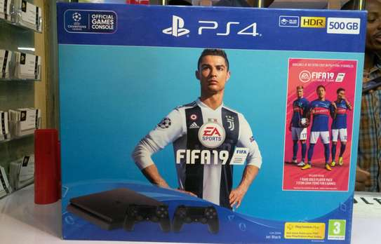 Ps4 500gb Fifa 19 bundle with 2 pads image 1