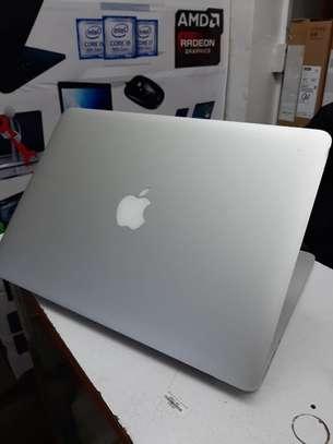 Apple Macbook Air MD231ll/A 13.3-inch Laptop Intel core I5 1.8GHz 4GB Ram, 256GB SSD image 3