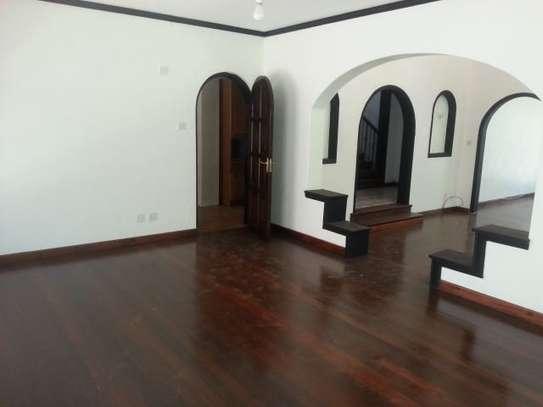 4 bedroom house for rent in Riverside image 5