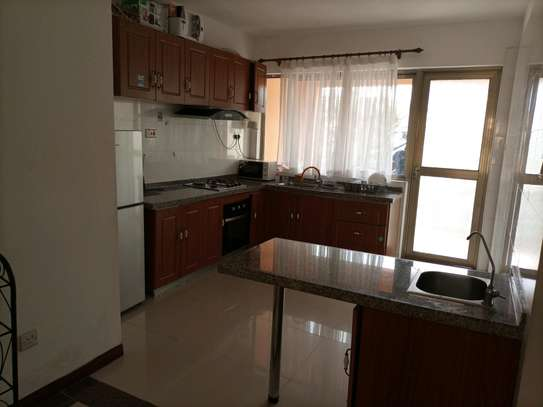 Romantic fully furnished 2 bedrooms to let at kilimani image 4