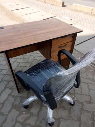 Office desk and mesh chair image 1