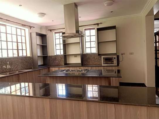 4 bedroom house for rent in Rosslyn image 4