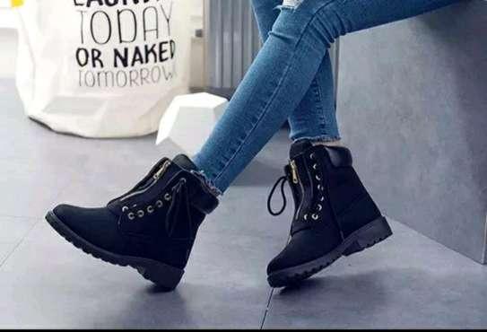 Ladies Timberland shoes image 2