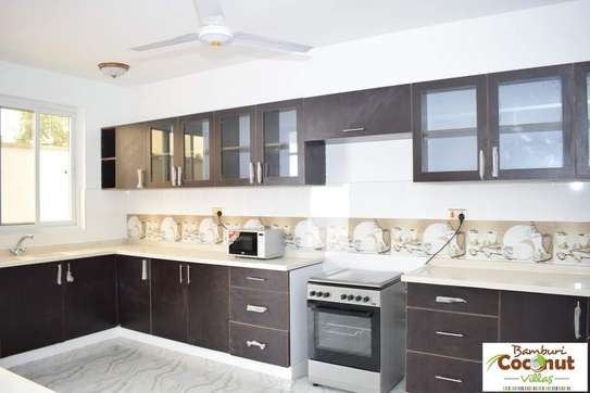4 bedroom apartment for sale in Nyali Area image 7